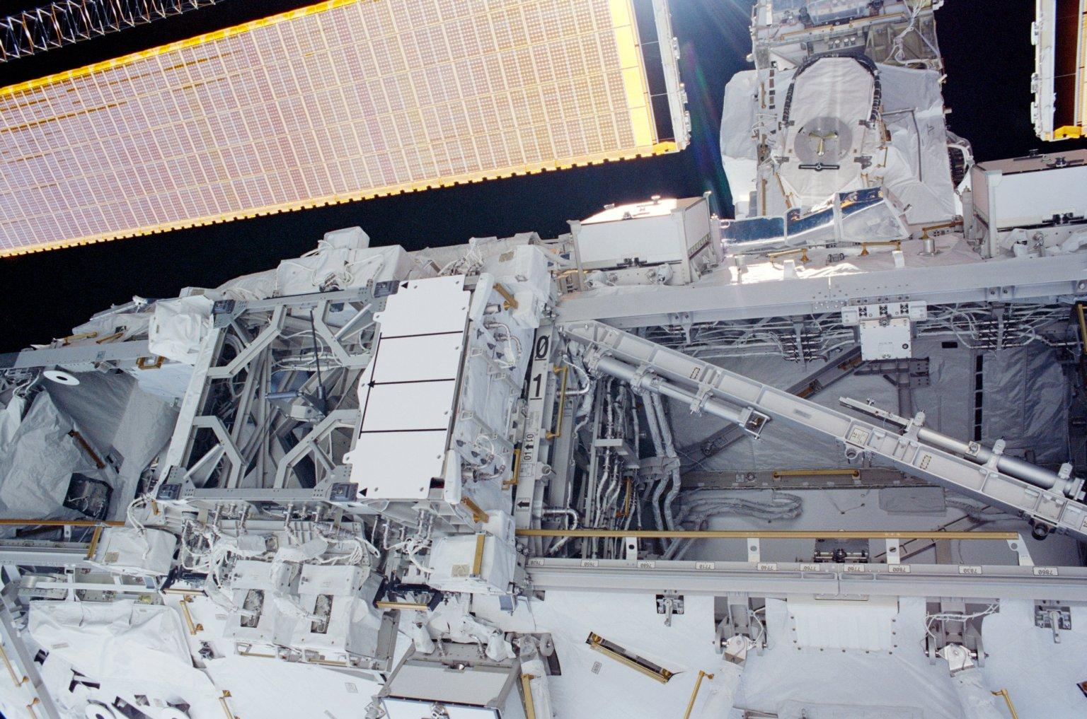 View of the starboard and center of the S0 Truss taken during the fourth EVA of STS-110