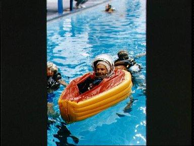 STS-42 Commander Grabe in single person life raft during JSC egress exercises