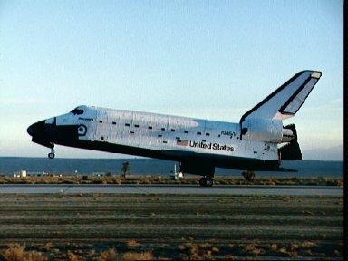 STS-33 Discovery, OV-103, MLG touches down on concrete runway 04 at EAFB
